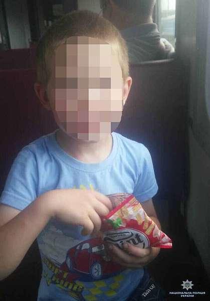 Поліцейські повернули додому 6-річного хлопчика