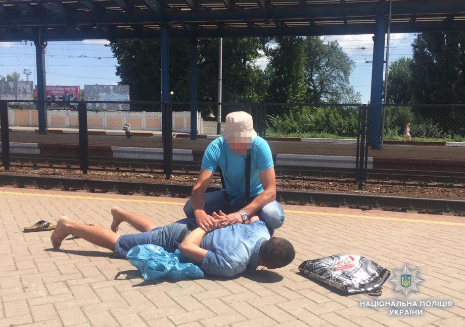 Рецидивіст із Закарпаття обікрав дівчину на вінницькому залізничному вокзалі