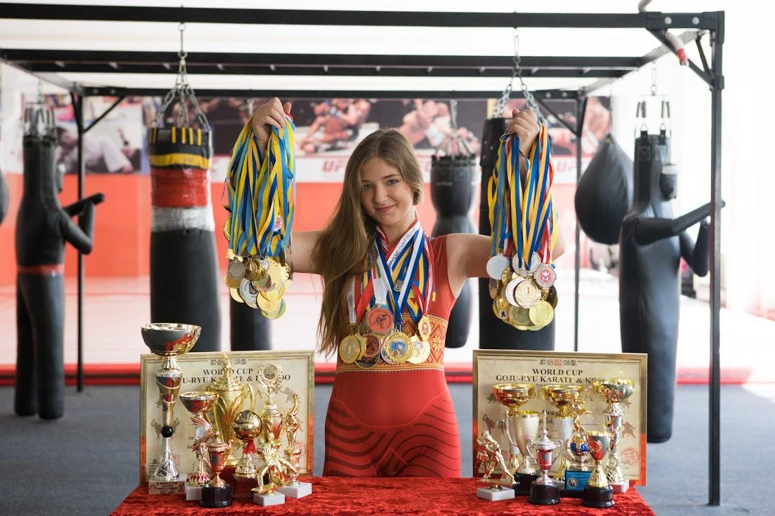 Чемпіонка, про яку ніхто не знає, змагається аж у 10-х видах спорту