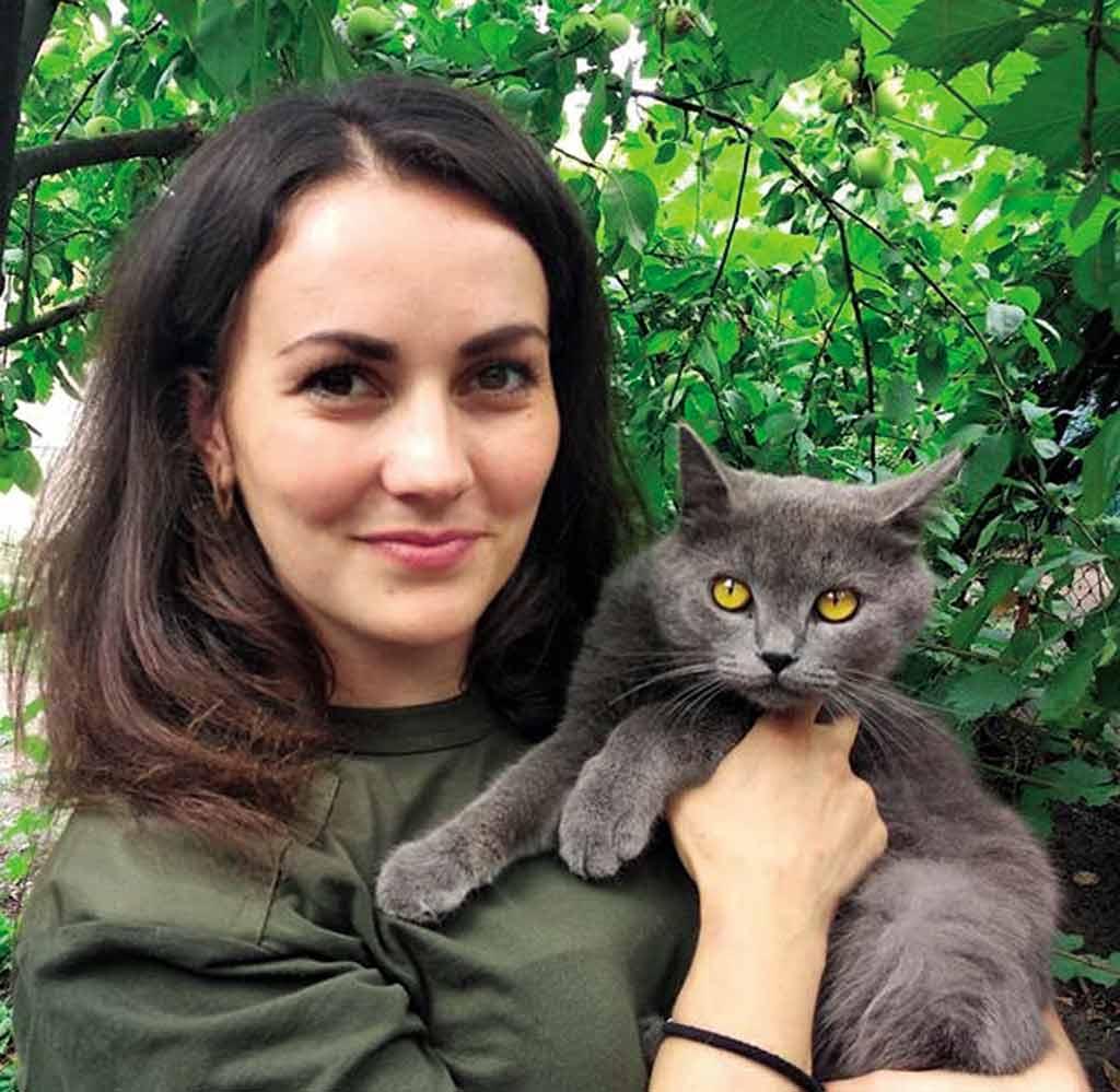 Гвардієць Юлія привезла додому кота