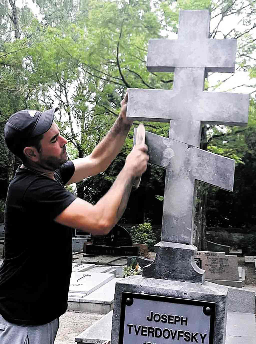 Як врятувати могилу героя? Надгробок коменданта УНР у Люксембурзі в аварійному стані