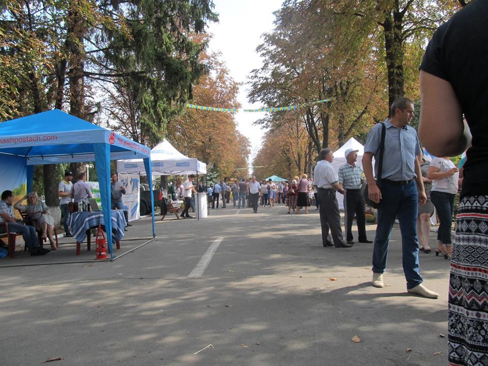 Обласне свято обжинків в Ямполі в день трагедії Іловайська