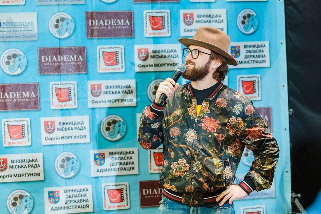 «33-й канал» потягав DZIDZIO за бороду та розпитав про 23-мільйоний «Контрабас», «горіхову мафію» та сало Бронюка (відео)