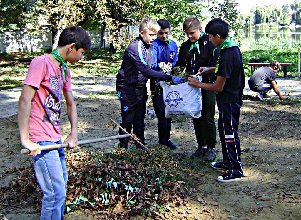 Школярі Бершаді і Городківки влаштували збір сміття