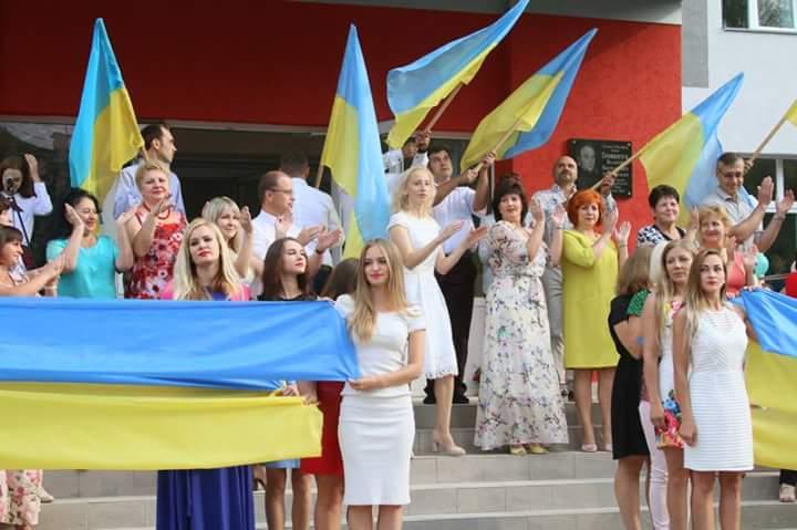Перший дзвоник у Вінницькій школі №33 (фоторепортаж)
