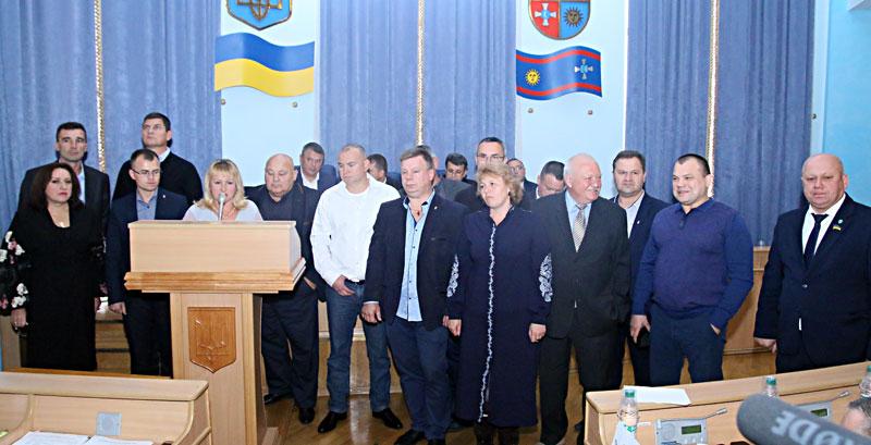 Із блокуванням трибуни пройшла сесія Вінницької облради (відео)