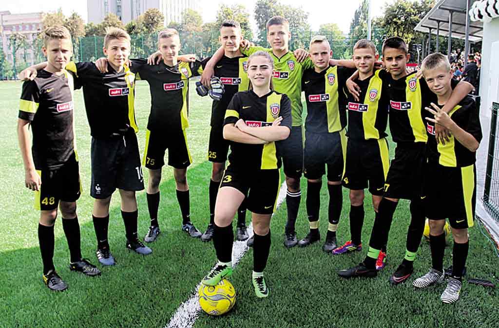 На новому стадіоні Палацу дітей та юнацтва буде займатися до тисячі юних футболістів Вінниці й області