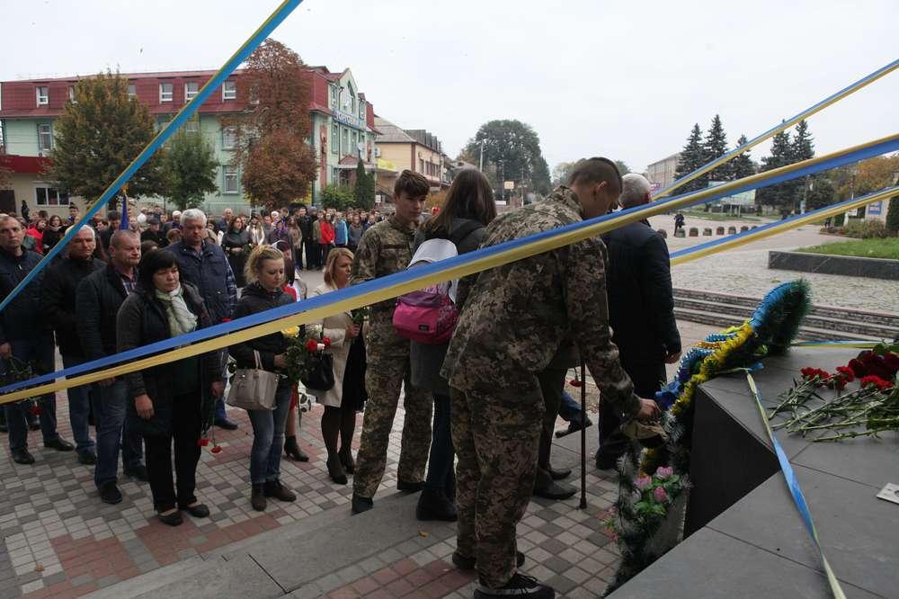 Чому день захисника у Липовці знову святкують не разом міськрада та районна влада? – запитували виборці (відео)