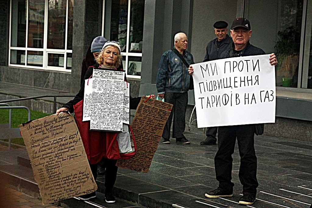Протестувати проти ціни на газ збиралися пенсіонери під міською радою