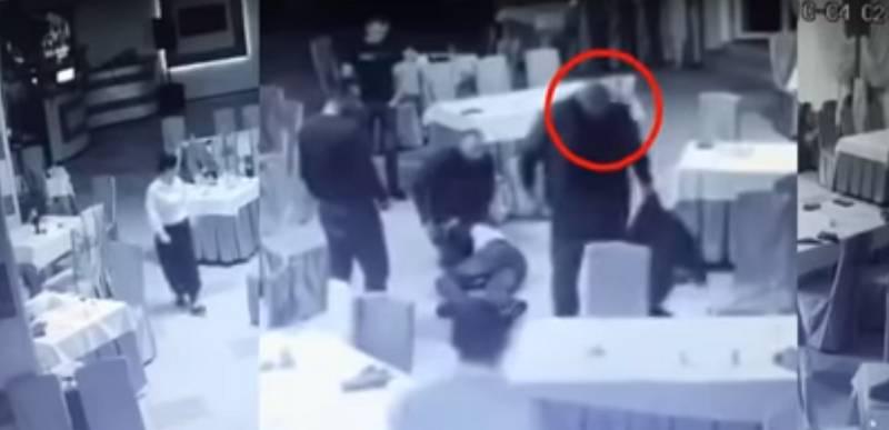 """В Хмільнику в ресторані 4 місцевих побили 2 поліцейських… 3-х """"розбишак"""" вже встановили, один у бігах… (відео)"""