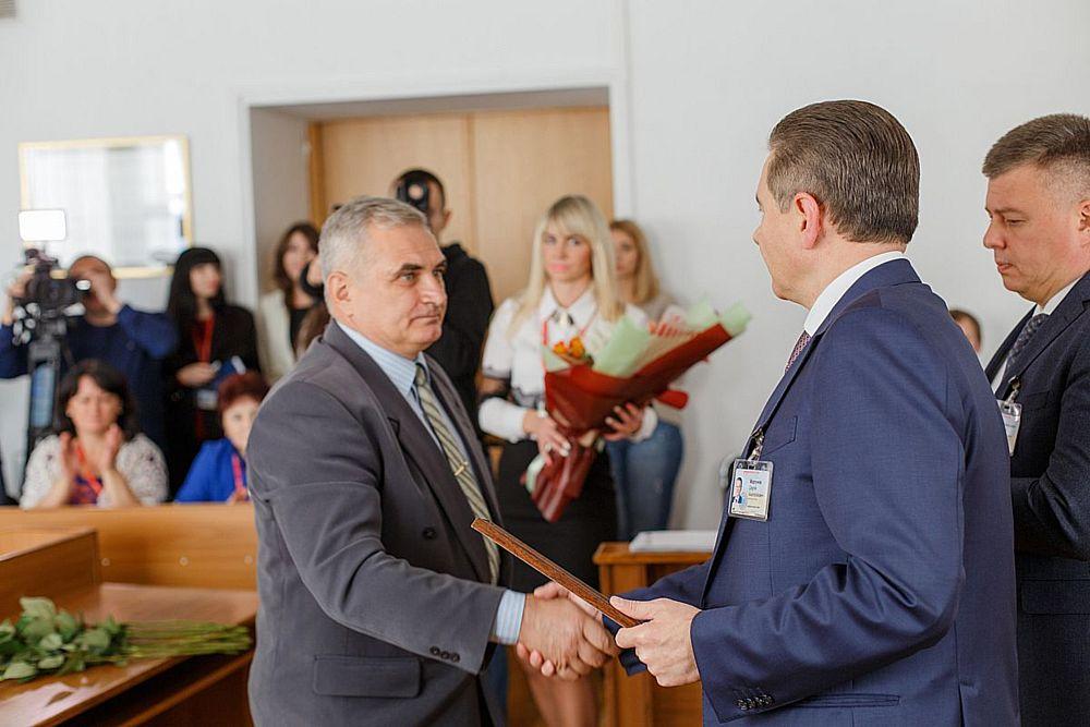 АТОвцю і афганцю із Вінниці на Покрову вручили сертифікат на авто