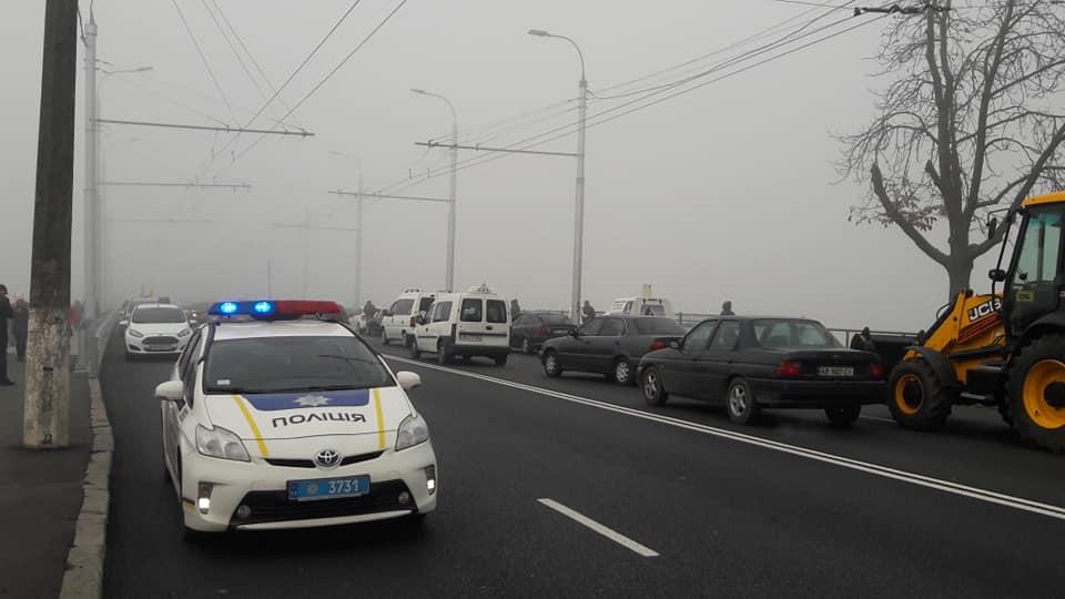 Бензинова блокада у Вінниці – рекордні пробки, пусті каністри і поліція з водіями! (відео)