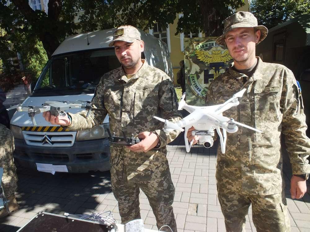 """Військові розвідники """"131-ого бату"""", рятувальники та волонтери влаштували свято для вінничан (фото- та відеорепортаж)"""