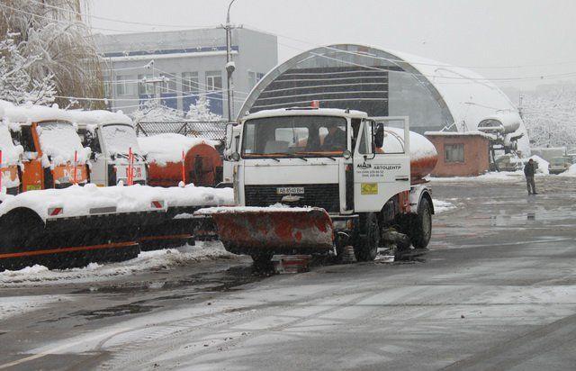 Замостянську і ще 2 вулиці у Вінниці цієї зими дорожники не солитимуть, а оброблятимуть бішофітом, – мер міста (відео)