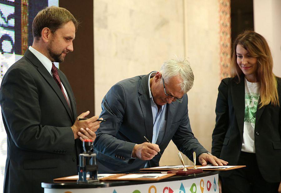 Укрпошта випустила поштовий блок присвячений державному символу України
