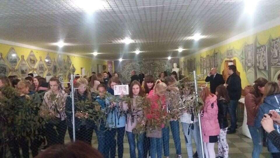 Тисячну маскувальну сітку на АТО сплели в Козятині (відео)