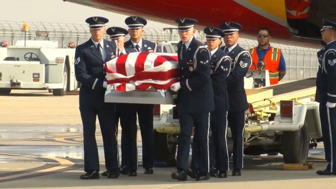 """Пілота СУ-27 Сета """"Джетро"""" Нерінга похоронили з почестями у США (відео)"""