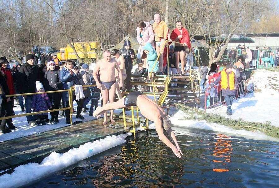 В селфі-парад і алко-паті перетворилось Водохреща у Вінниці? (відео)