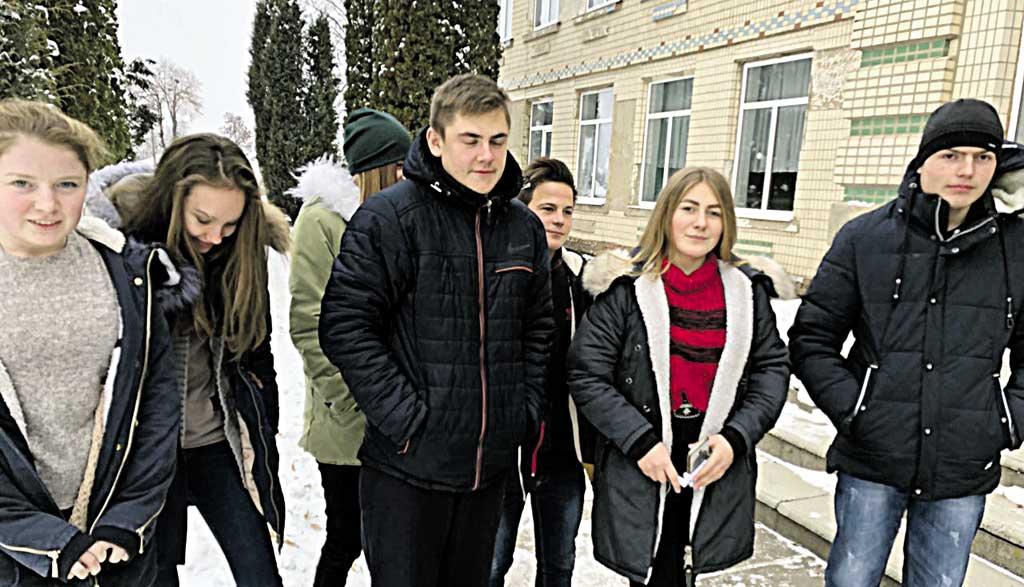 Школа в Городку, звідки родом військовополонений моряк Андрій Драч, записала звернення до Путіна та світу